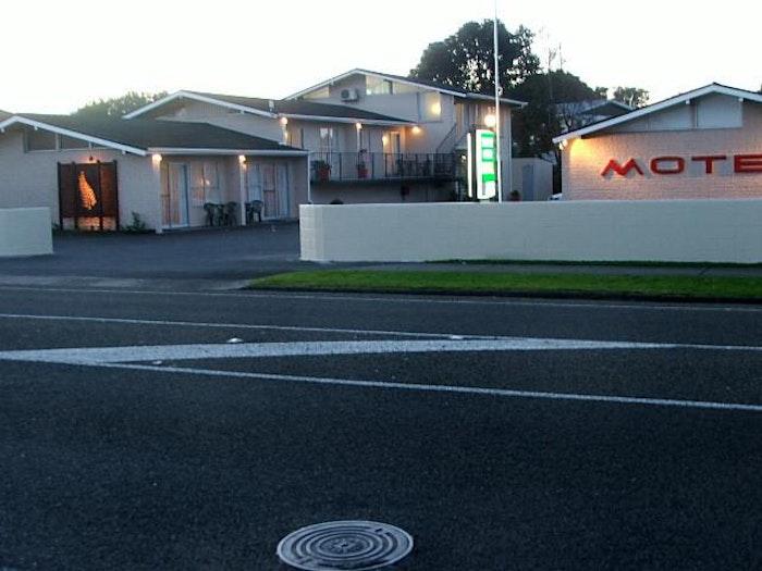 Tourist Court Motel Whakatane - logo