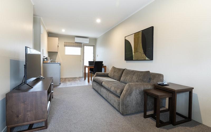 Colonial Court Motor Inn - one bedroom unit