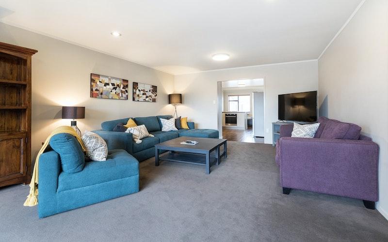 Colonial Court Motor Inn Tauranga - three bedroom lounge area