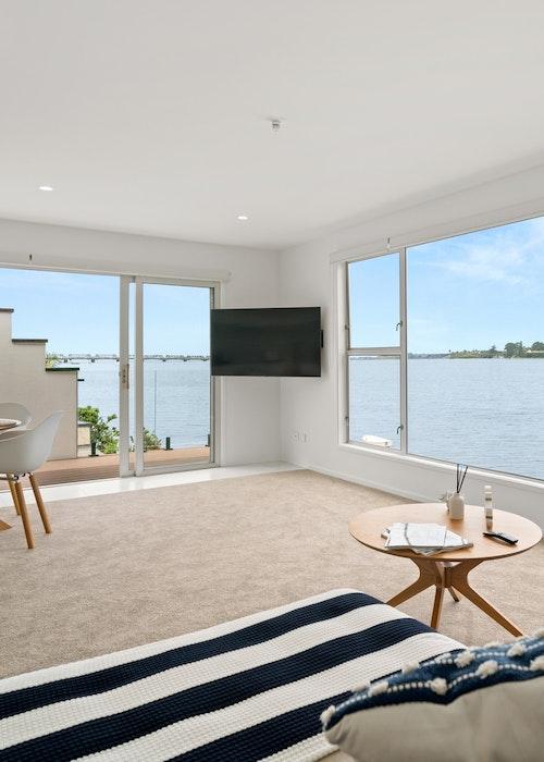 Stay Tauranga Apartment with Balcony