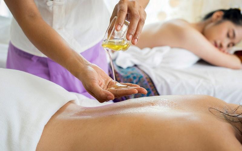 Day Spa Retreats for Women. Hot Oil Massage