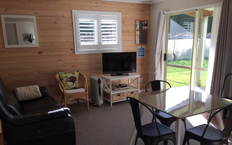 Sunny lounge with view of the kiwifruit vines