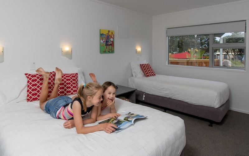 Bedroom in Pool motel